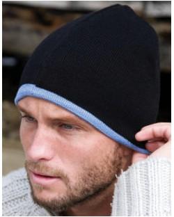 Młodzieżowa czapka dziergana